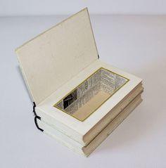 Kisten & Boxen - Doppeldecker-Buchbox - ein Designerstück von Buchkiste bei DaWanda.  Buch upcycling, Basteln mit Büchern, Hohles Buch