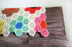great hexigon blanket, no pattern, but we can figure it out, right?