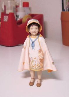 One twelve scale doll by María José Santos Dollhouse Family, Dollhouse Dolls, Miniature Dolls, Dollhouse Miniatures, Polymer Clay Dolls, Polymer Clay Projects, Minis, Dream Doll, Dollhouse Accessories