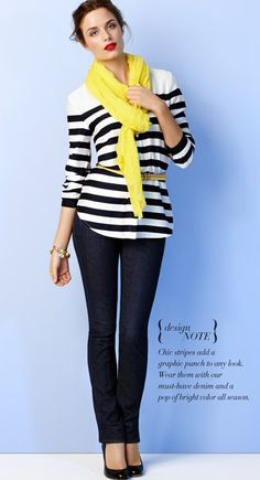 Black and white with a pop of color. Cute office outfit!