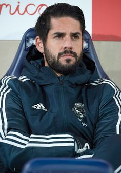 Isco of Real Madrid looks on from the bench prior to the La Liga match between Villarreal CF and Real Madrid CF at Estadio de la Ceramica on January 2019 in Villareal, Spain. Equipe Real Madrid, Isco Alarcon, Soccer Players, Eye Candy, Rain Jacket, Windbreaker, Casual, Sports, Bb