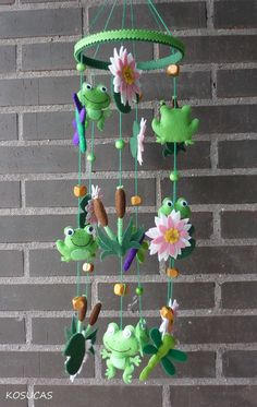 Felt Mobile with frogs and water lilies. por Kosucas en Etsy,