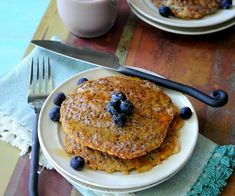 Want an indulgent brunch AND still stay on your healthy track? Try these Quinoa Pancakes from @kimathhgirl topped with honey and your favorite fruit.