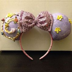Custom Mickey Ear Ideas Your Kids Are Going to Want For Your Next Disney Vacation Tangled Rapunzel mouse ears, complete with braid!Tangled Rapunzel mouse ears, complete with braid! Disney Minnie Mouse Ears, Disney Mickey Ears, Mickey Ears Diy, Micky Ears, Disney Headbands, Ear Headbands, Disney Diy, Disney Crafts, Disney Stuff