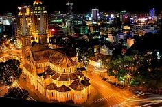 Ho Chi Minh City ( Saigon) is well-known for its crazy traffic, the most popular and efficient mode of transport in Saigon is motorbike, so a walking tour Con Dao, Ho Chi Minh Ville, Ho Chi Minh City, Vietnam Tourism, Vietnam Travel, Circuit Vietnam, Delta Du Mekong, Vietnam Voyage, Saigon Vietnam