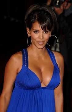 Halle Berry Style, Halle Berry Hot, Halle Berry Bikini, Pictures Of Halle Berry, Hale Berry, Indian Actress Hot Pics, Celebrity Beauty, Beautiful Black Women, Beautiful Celebrities