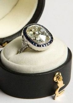 My dream engagement ring! (Well one of them) Art deco ct cushion-cut diamond & French-cut sapphire target ring, platinum setting. Bijoux Art Deco, Art Deco Jewelry, Jewelry Rings, Jewelry Accessories, Fine Jewelry, Jewelry Design, Pandora Jewelry, Crystal Jewelry, Jewlery