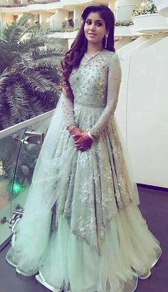 20 Indian Wedding Reception Outfit Ideas for the Bride Bling Sparkle indian wedding gowns - Wedding Gown Indian Evening Gown, Wedding Evening Gown, Indian Wedding Gowns, Indian Gowns Dresses, White Wedding Gowns, Evening Gowns, Pakistani Wedding Dresses, Pakistani Outfits, Indian Weddings