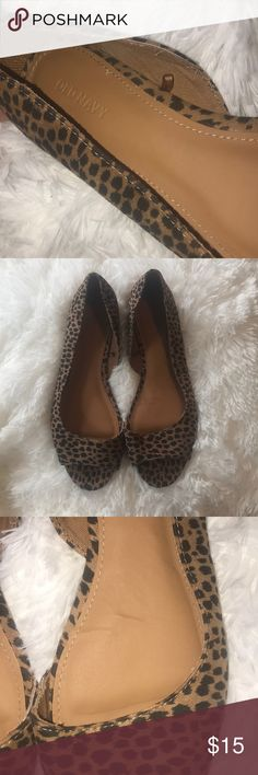 Old Navy Sz 9 Cheetah/Leopard Print Peep Toe Flats Old Navy Sz 9 Cheetah/Leopard Print Peep Toe Flats. Excellent condition, worn only once. There are a few minor lines in the shoes from being worn one time. Please see pics. Taken with and without flash. Cover is without flash. Great dresses up or down! Very versatile and cute. Old Navy Shoes Flats & Loafers