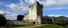 A comprehensive budget travel guide to traveling in Ireland with tips and advice on things to do, see, ways to save money, and cost information.