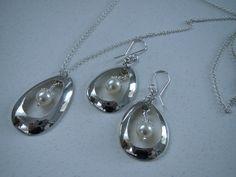 IMG_1390 Spoon Jewelry, Hair Jewelry, Beaded Jewelry, Jewlery, Craft Jewellery, Jewelry Crafts, Silver Spoons, Scarfs, Beading