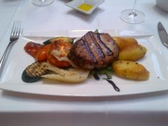 Roasted tuna filet in a pepper crust with grilled vegetables and rosmary potatoes @ Restaurant Aurelius
