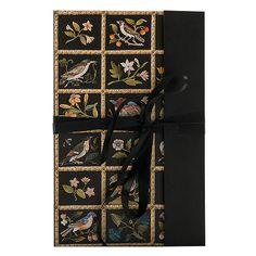 **Joseph Baumhauer**, Cabinet bas à marqueterie de pierres dures du Duc d'Aumont (détails), vers 1770. Bâti de chêne, placage d'ébène, marqueterie en première partie d'écaille, de laiton et d'étain, panneaux de marqueterie de pierres dures, garniture de bronze doré, marbre brocatelle. H.102; L. 77,7; P.49,3 cm. Paris, musée du Louvre, Département des Objets d'art.