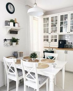 This picture may contain: one hundred . - Mallory Budiselich This picture may contain: one hundred . - Mallory Budiselich # given # image Always aspired . Kitchen Ikea, White Kitchen Decor, Kitchen Interior, Küchen Design, House Design, Interior Design, Sweet Home, Dining Room Inspiration, Home Kitchens