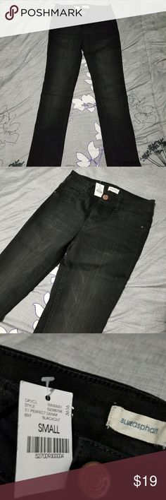 Wet Seal Jeggings Wet Seal jeggings Brand new, tags attached, super stretch material, really cute jeans, smoke free home Wet Seal Pants Skinny