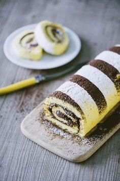 Rotolo alla nutella: Il mio #rotolo alla #Nutella ti conquisterà! È morbido e gustoso, con una golosa #farcitura  e un bellissimo #decoro di cacao e zucchero a velo.