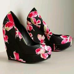 Elle wedge butterfly shoes