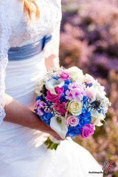 Bruidsboeket blauw, roze, wit. Made by Fleurts bruidsboeketten en bloemwerken