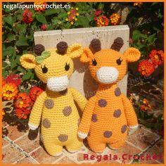 Amigurumi Jirafa con manchas. Adorable y divertida #jirafa con manchas tejida a #crochet, que se convertirá en una compañera de juegos inseparable para tu #bebé. Personalizable. Hecho a mano. #RegalaPuntoCrochet #handmade #amigurumis