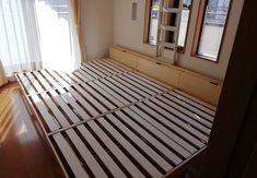 まだ子どもが小さい家庭では、一緒に川の字のなって寝ているケースが一般的。でも窮屈だと思っている人も本当は多いの… Mattress, Stairs, Furniture, Home Decor, Stairway, Decoration Home, Room Decor, Mattresses, Staircases