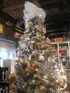 Cracker barrel christmas tree..so much prettier in person..I want ...