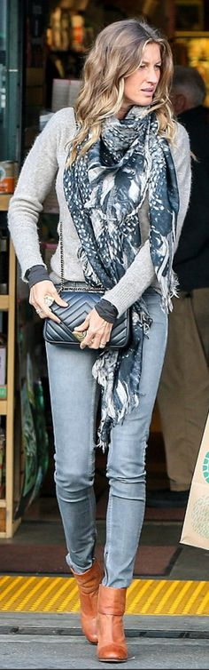 Who made  Gisele Bundchen's black quilted handbag, gray skinny jeans, and tan ankle boots?