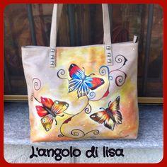 Borsa in morbidissima ecopelle dipinta a mano. Con allegre farfalle colorate.disponibile per ulteriori info:https://www.facebook.com/#!/pages/Langolo-di-lisa/1407725822805228