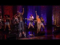 Flo Rida Performs 'Wild Ones'