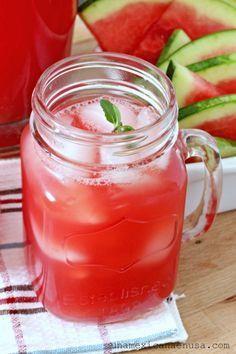 Agua Fresca de Sandía, refrescante y dulce hecha con sólo dos ingredientes, y nada de azúcar.
