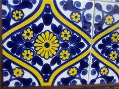 Pormenor de azulejo criado na antiga Fábrica de Loiça de Sacavém.