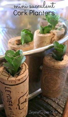 Mini Succulent Cork Planters - Inspired Home Style Succulent Party Favors, Succulent Planter Diy, Diy Planters, Succulents Diy, Planting Succulents, Planting Flowers, Recycled Wine Corks, Recycled Crafts, Wine Cork Crafts