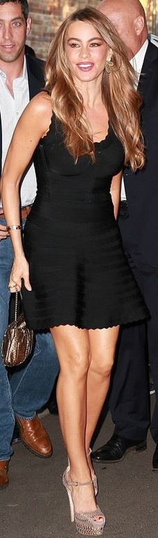 Sofía Vergara: Dress – Herve Leger  Shoes – Brian Atwood Love everything about this look ❤️