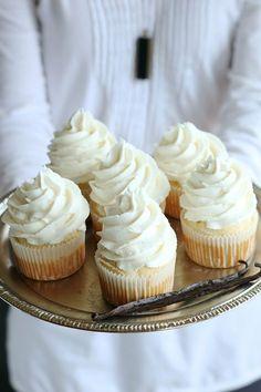 Gluten Free Vegan Vanilla Cupcakes Recipe (dairy free egg free)- Bakery style re. Gluten Free Cakes, Gluten Free Baking, Vegan Baking, Gluten Free Desserts, Vegan Gluten Free, Gluten Free Vegan Cupcakes, Patisserie Sans Gluten, Dessert Sans Gluten, Vegan Vanilla Cupcakes