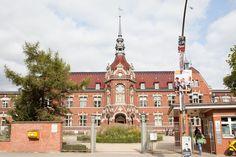 Standesamt Neukölln – Hochzeit zu Land und Wasser Das Standesamt Neukölln befindet sich in einem historischen Gebäudekomplex in der ...