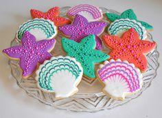 Sea themed cookies / zee decoratie koekjes met sateprikker door icinglijn gaan voor die droog is voor extra patronen en hartvormpjes etc. Www.hierishetfeest.com