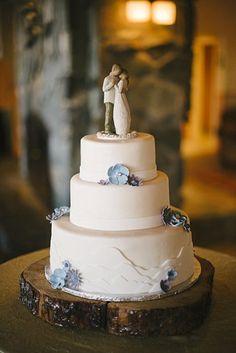 wedding cake with mountain details - Mount Rose Wedding via http://mountainsidebride.com