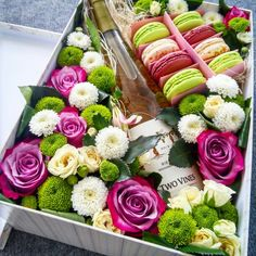#box #macaron #flowers #pink #roses #vine #loveflowersbox коробочка с цветами и макарон сладостями Киев