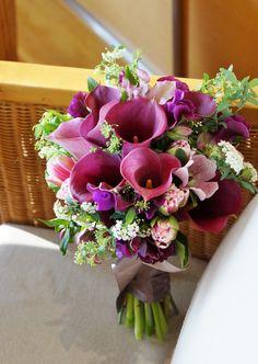 Calla Lily, Love Flowers, Hana, Flower Decorations, Wedding Bouquets, Wedding Photos, Floral Wreath, Wreaths, Purple