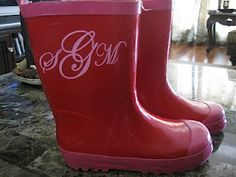 How fun to monogram your rain boots with vinyl! ADORABLE!