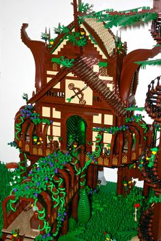 Have you ever wished your minifigures could live in a magical forest, with giant Redwoods, Ents, a great river, and more? Well, that's probably something like what LEGO builders Coral and Siercon t...