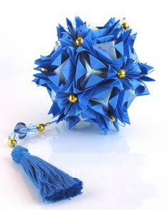 Florentia - kusudama.info/2012/04/florentia-tutorial/ Units: 30+20 Paper:7.5*7.5 cm, 5*5 cm Final height: ~ 10 cm