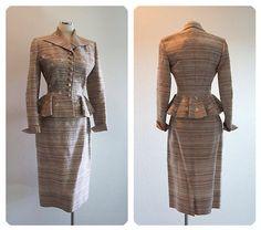 Bombshell-Pinup-Lilli-Ann-Designer-Decada-De-1950-Vogue-Seda-Peplum-Com-Micangas-Wiggle-Suit