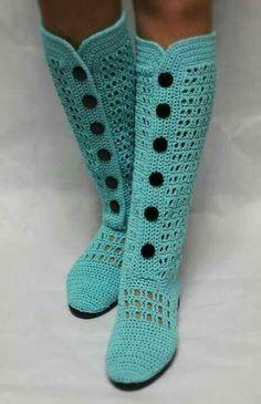 Botas tejidas en crochet con botones... me encantan!!!