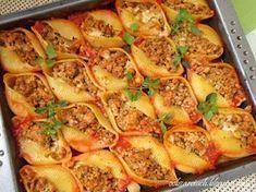 Idealne na obiad smaczne muszle makaronowe nadziewane mięsem mielonym zapiekane w sosie pomidorowym Easy Cooking, Cooking Recipes, Healthy Recipes, Good Food, Yummy Food, Pasta Dishes, Food Inspiration, Carne, Food Porn