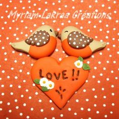 """Et même si c'est commercial !... Bonne fête à tous les amoureux et bonne journée aussi à toutes et à tous !!! """"Z'Oiseaux in love"""" Pâte polymère fimo (sujet à coller sur une boîte, une petite toile, ...)"""