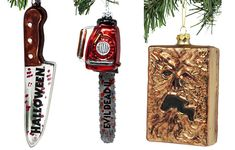 Middle of Beyond Brings New 'Evil Dead' and 'Halloween' Glass Ornaments to Your Christmas Tree Halloween Ornaments, Halloween Trees, Glass Christmas Ornaments, Halloween Decorations, Diy Christmas Tree, Christmas Ideas, Griswold Christmas, Trick Or Treat Studios, Bruce Campbell