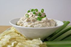 French Onion Dip - A healthy, savory dip with little bits of caramelized onions, mixed with greek yogurt, mayonnaise and seasonings. Cold Appetizers, Appetizer Dips, Appetizer Recipes, Snack Recipes, Dip Recipes, Healthy Appetizers, No Calorie Foods, Low Calorie Recipes, Sauce Dips