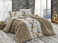 Pěkné, bavlněné povlečení v přírodních odstínech hnědé a žluté barvy.     Povlečení je vzorováno z obou stran stejně. Prostřední bílý pruh je ozdoben velkým obrázkem větviček a květů.     Zapínání je na zip.     Povlečení je vyrobeno z hladké 100% bavlny.