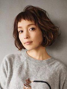LYON hair&makeup(明治神宮前〈原宿〉)のヘアスタイル・ヘアカタログ:LYON クラシカルフェミニン ボブを紹介。LYON hair&makeup(明治神宮前〈原宿〉)のヘアスタイル・ヘアカタログ情報なら、美容室や美容院、ヘアサロンの検索・予約サイト「KamiMado(かみまど)」 Cut Her Hair, Love Hair, Gorgeous Hair, Hair Cuts, Hairstyles With Bangs, Pretty Hairstyles, Medium Hair Styles, Short Hair Styles, Bob Hair Color