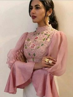 Top class Fabulous designs of Sleeves- Attractive & Trendy collection of Ladies sleeves Stylish Blouse Design, Fancy Blouse Designs, Stylish Dress Designs, Saree Blouse Designs, Stylish Dresses, Stylish Dress Book, Indian Gowns Dresses, Indian Fashion Dresses, Indian Designer Outfits